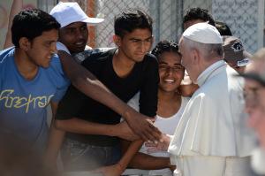 VATICAN-POPE-VISIT-LESBOS-IMMIGRATION