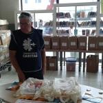 Il direttore della Caritas don Emanuele Morelli a Porta a Mare