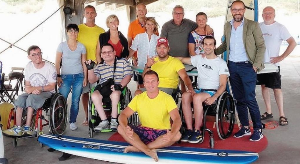 Apre al bagno degli americani surf4all la scuola di surfing dedicata ai disabili sostieni - Bagno degli americani tirrenia ...