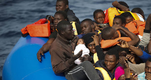 Operazione di salvataggio di 433 migranti al largo della costa libica